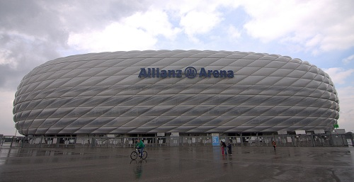 allianz arena home of fc bayern and fc lions nina travels. Black Bedroom Furniture Sets. Home Design Ideas