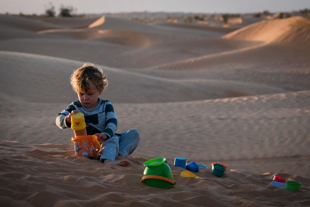 In the middle of Sahara desert (Nature play for kids)